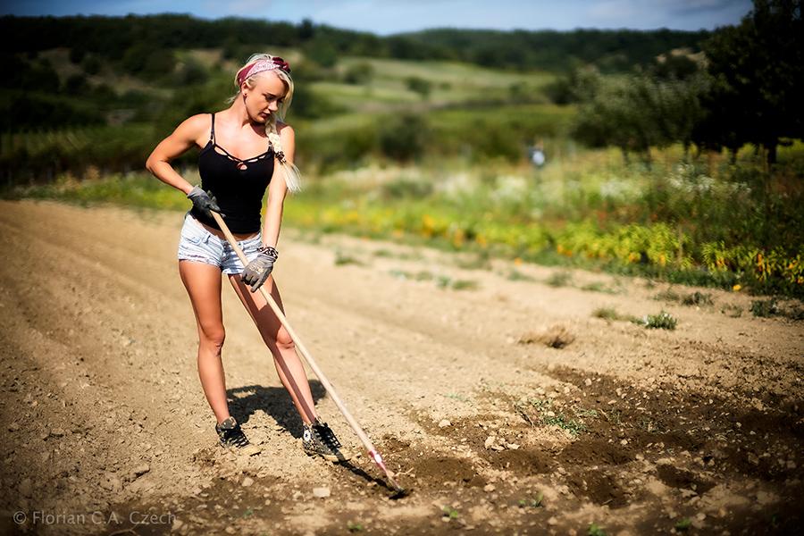 Iris Wallner bei der Feldarbeit